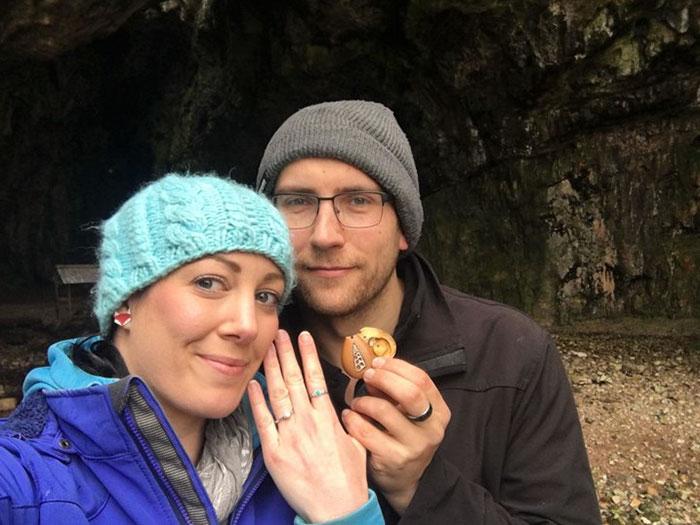 Женщина не подозревала, что целый год носила обручальное кольцо с собой