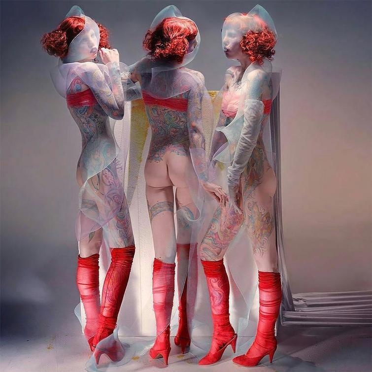 Инопланетянка: девушка с редкой генетической болезнью стала востребованной моделью