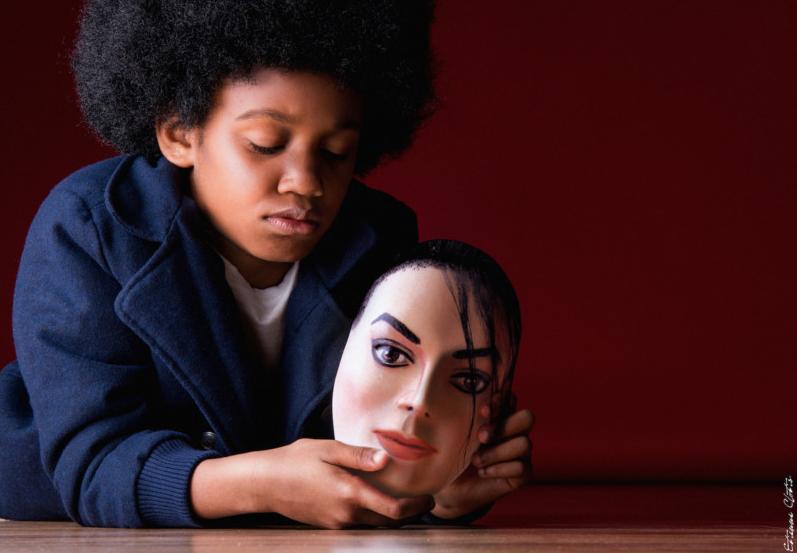 Iconic: фотограф воссоздал культовые снимки знаменитостей, которых уже нет с нами