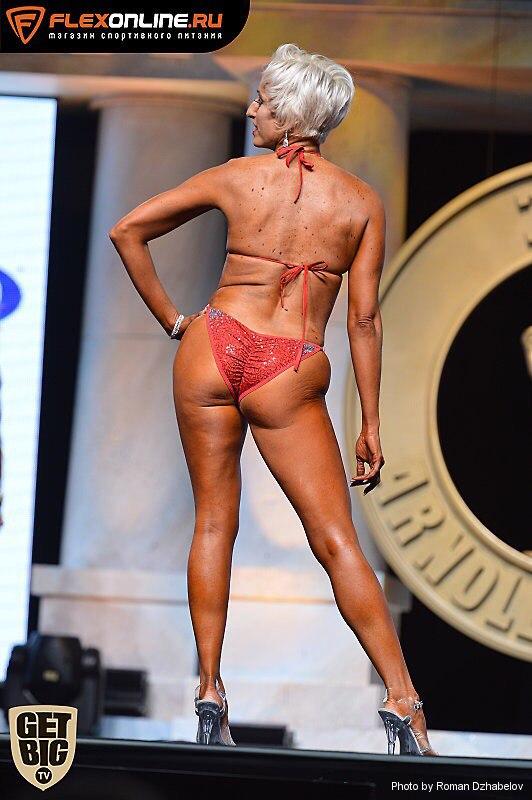 Шла мимо и решила выступить: нестандартные бикини покоряют сцену