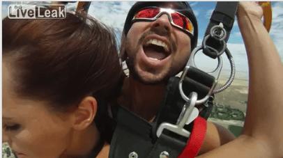 Первый в мире секс во время прыжка с парашютом