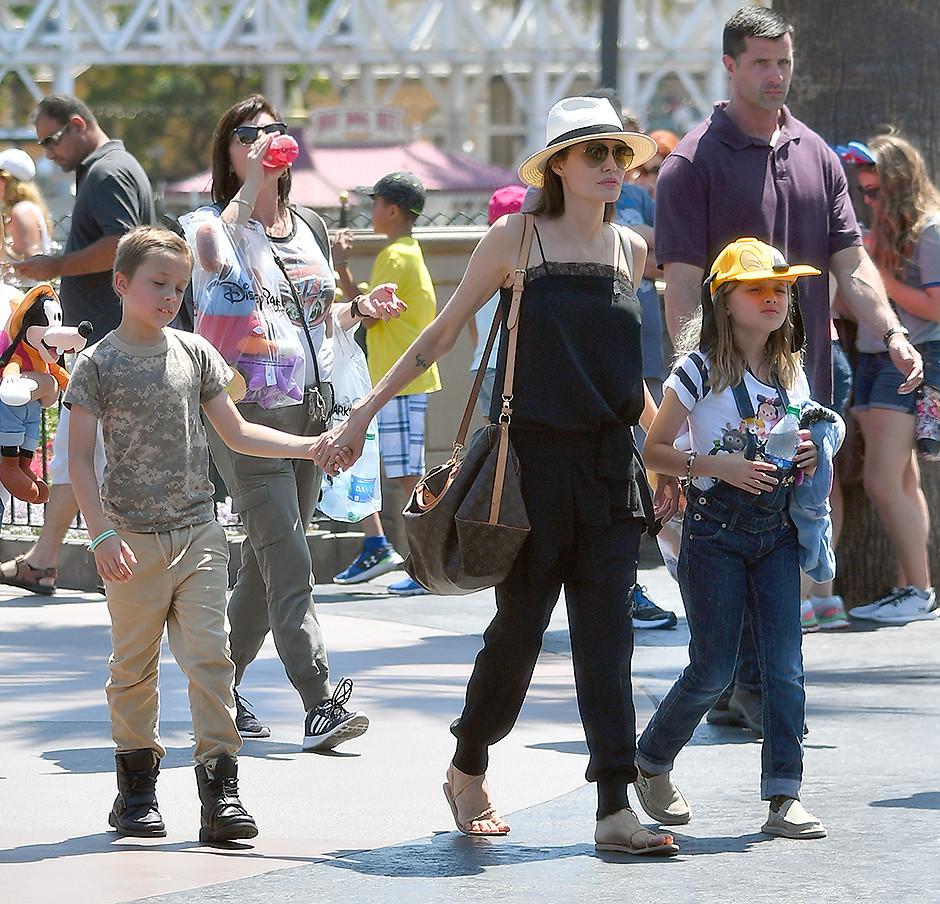 STARBOOK: Анджелина Джоли планирует ребенка от нового сексуального бойфренда