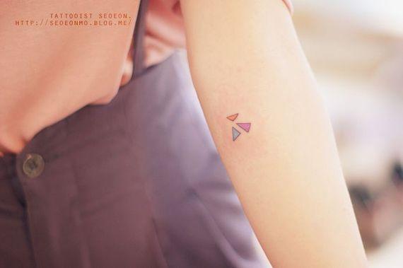 35 миниатюрных татуировок, которые одобрит даже твоя мама