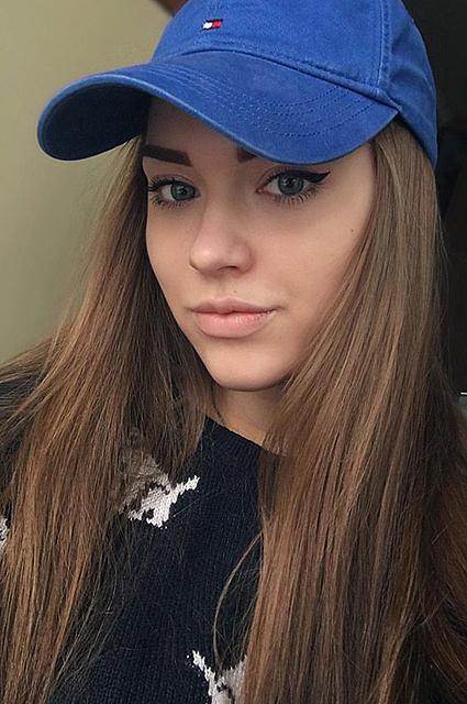 STARBOOK: внучка Владимира Высоцкого покоряет социальные сети