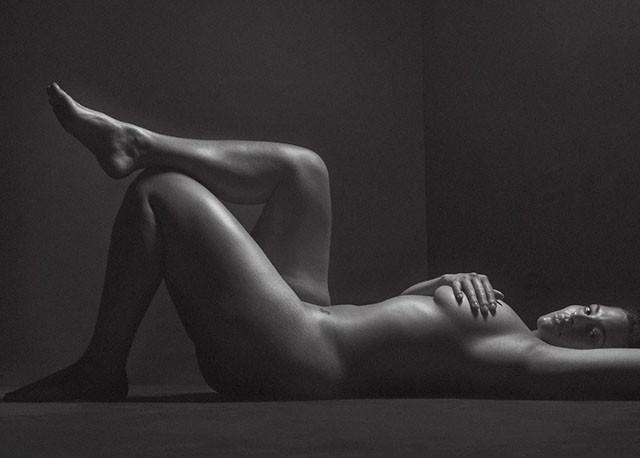 STARBOOK: plus-size модель Эшли Грэм полностью обнажилась для фотоссесии