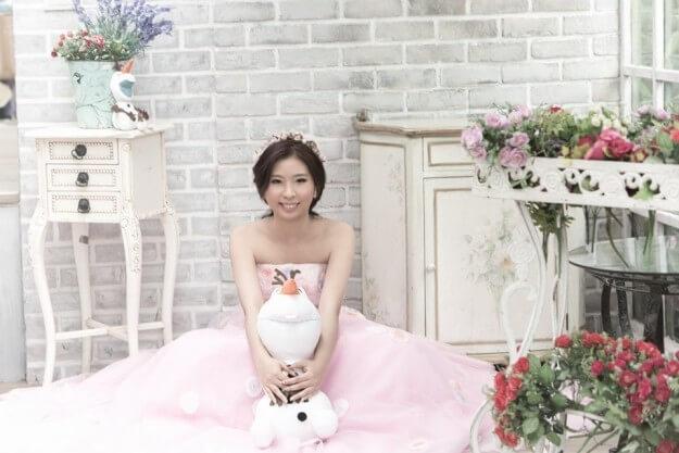 Смертельно больная девушка устроила себе сольную свадебную фотосессию